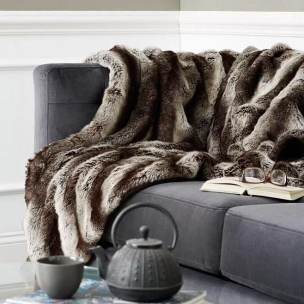 Оформление дивана в гостиной