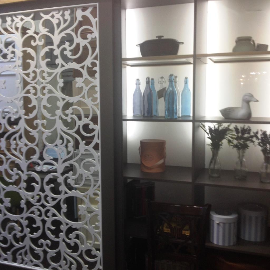 Мебельный мерчандайзинг в магазинчике в 30 кв. м шкаф-купе